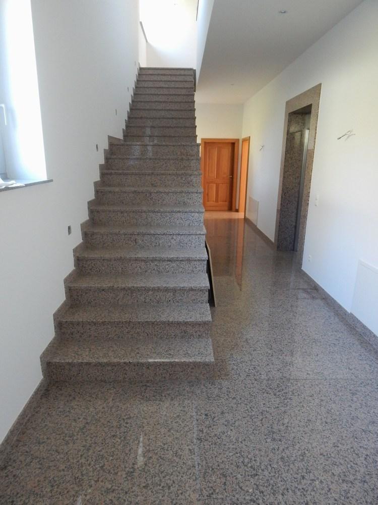 stufen treppen stein stufen aus granit treppe naturstein. Black Bedroom Furniture Sets. Home Design Ideas