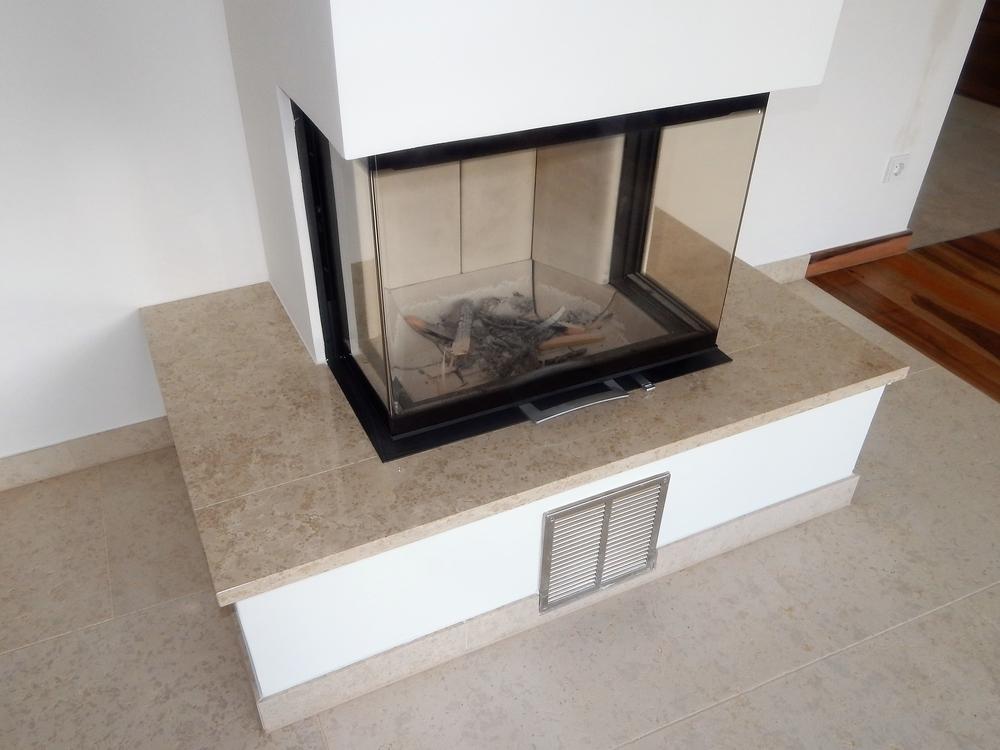 kaminverkleidung und kaminabdeckplatten von granit oder marmor kaminbank und bodenplatte f r. Black Bedroom Furniture Sets. Home Design Ideas