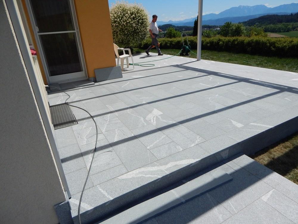 terrasse poolumrandung und eingang von stein wir verlegen bodenbel ge aus granitplatten. Black Bedroom Furniture Sets. Home Design Ideas